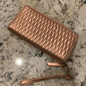 Isaac Mizrahi! Rose Gold Quilted Leather Wristlet